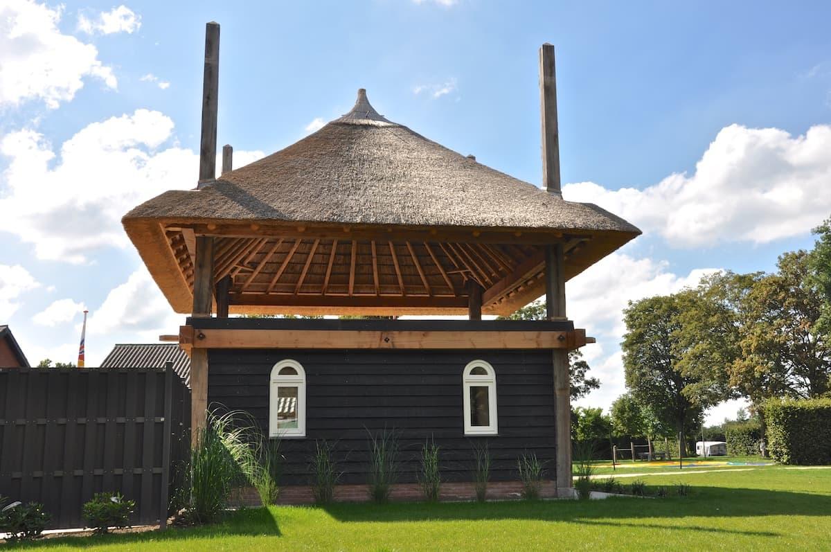 4 roedige hooiberg met onderbouw
